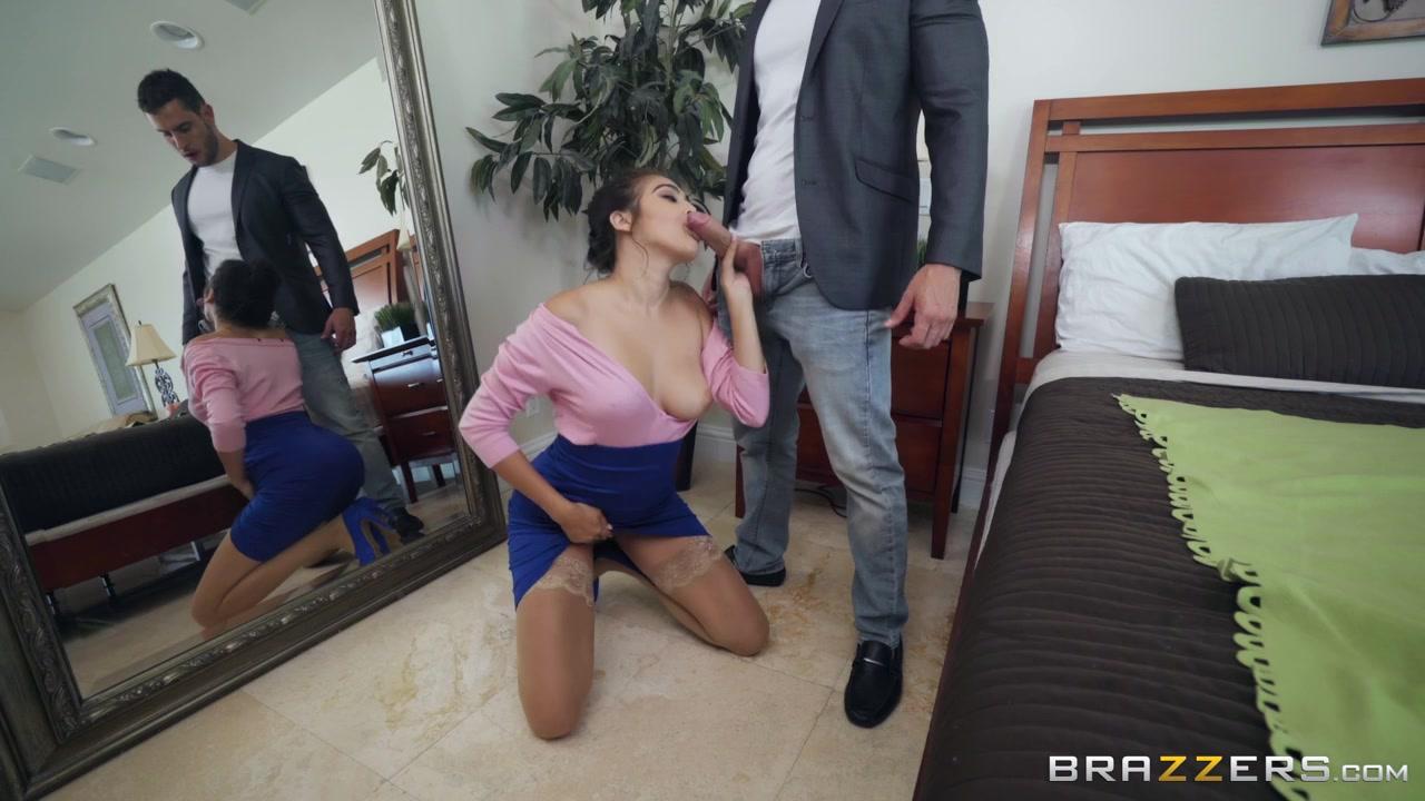 Соблазнительная латинская сиповка ебется с мужчиной в номере отеля
