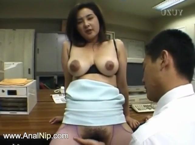 Монголка с красивыми сосками ебется на работе