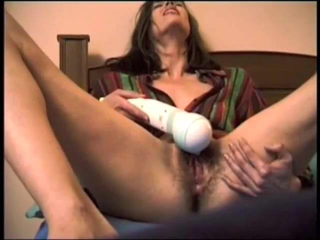 Волосатая вагина кончает от вибратора